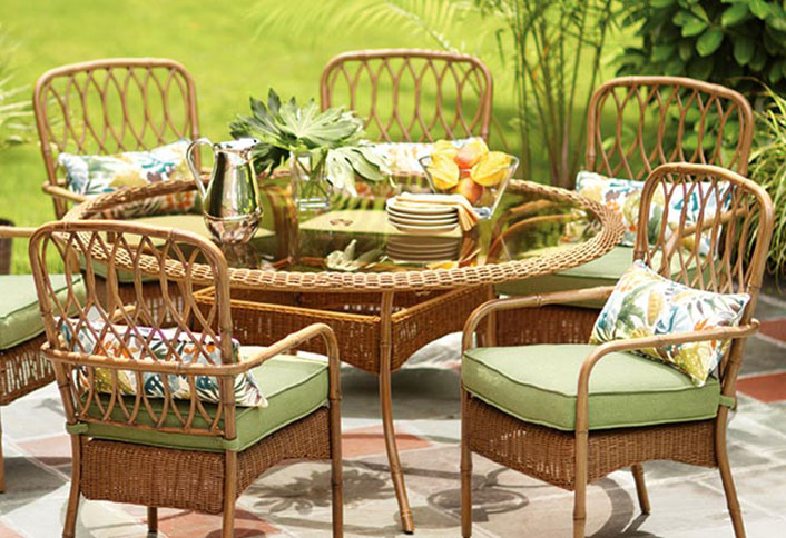 Choose the right furniture for your patio at the home depot for Outdoor furniture online