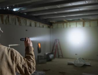 1000+ Lumen Handheld Flashlights