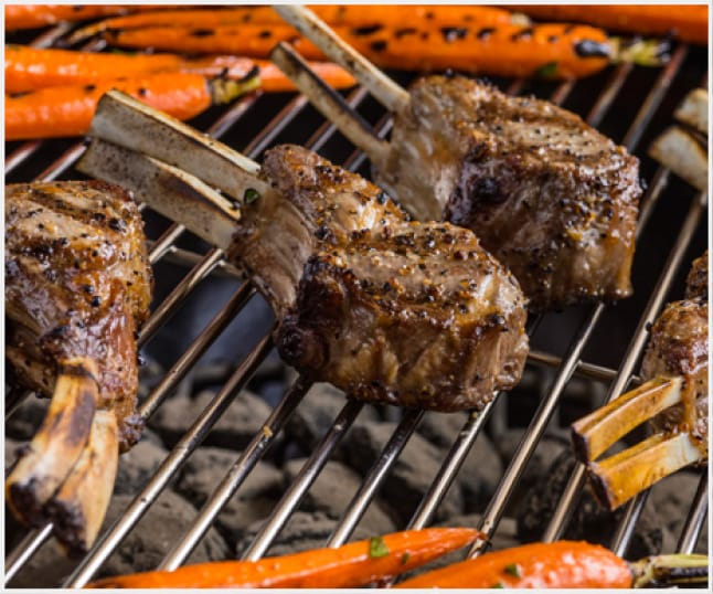 Cooking grate is easy to clean and retains heat.