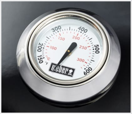 The built-in lid thermometer displays the internal temperature of your grill.