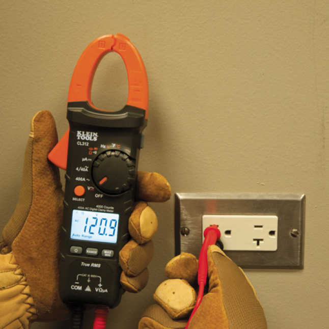 AC/DC Voltage Measurements with Test Leads