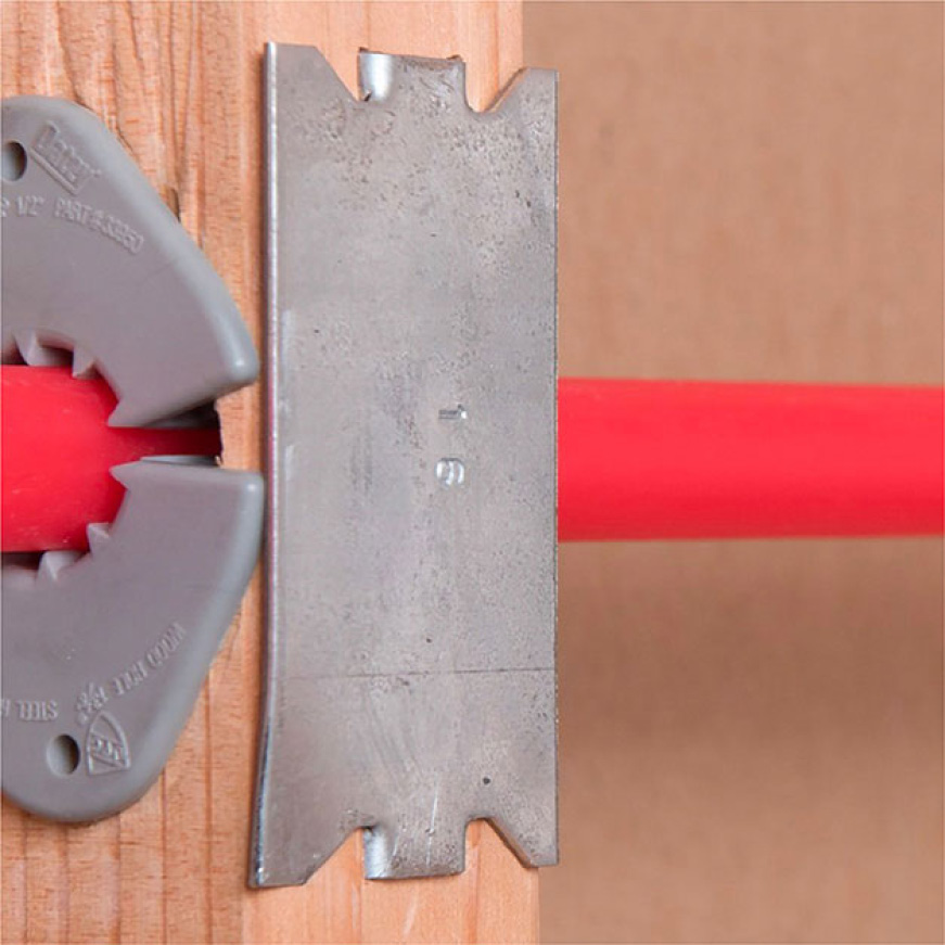 Piping protected with safety plate