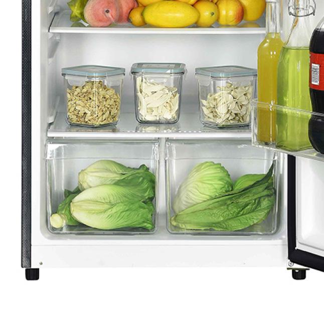 Clear crisper drawer helps keep produce fresh