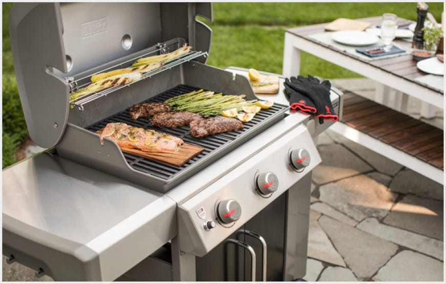 Porcelain-enameled, cast-iron cooking grates provide even heat distribution and retention.