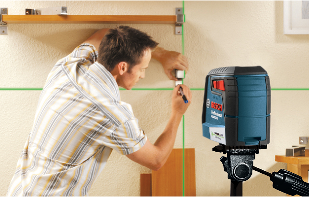 Bosch GLL 40-20 G showing green cross lines on wall for alignment and leveling.