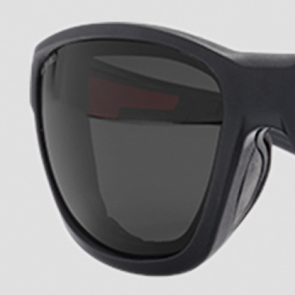 Polarized safety glasses with Durable Anti-Scratch Lenses