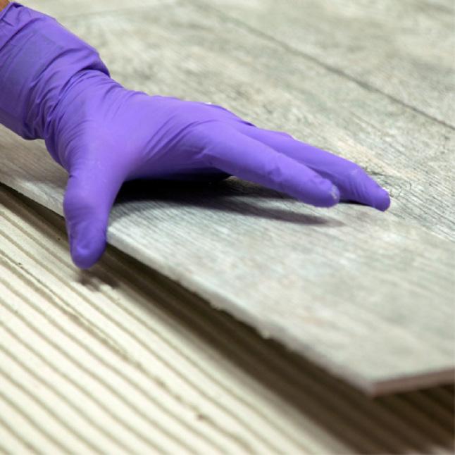 lay tile on spread mortar