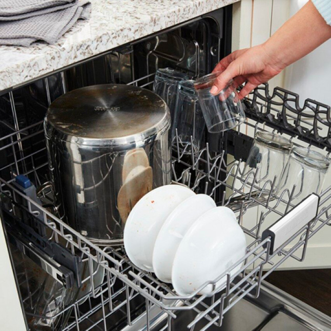 Increased upper rack height fits bulky pots and pans.