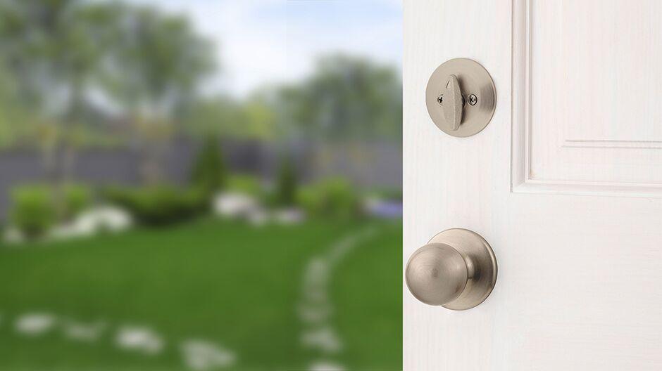 Kwikset Belleview Satin Nickel Single Cylinder Door