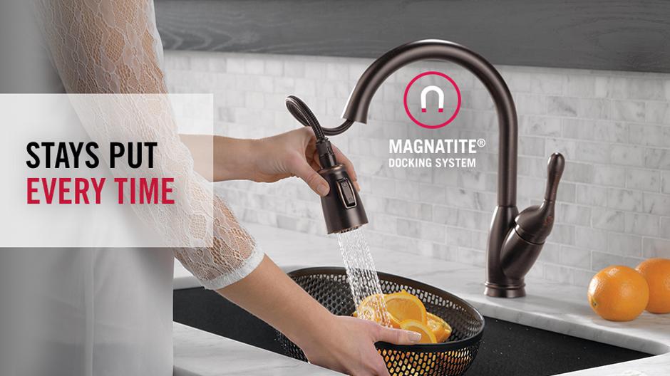 Delta Izak Single-Handle Pull-Down Sprayer Kitchen Faucet in ...