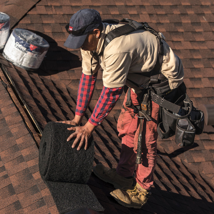 Installation of a roofing vent on ridge