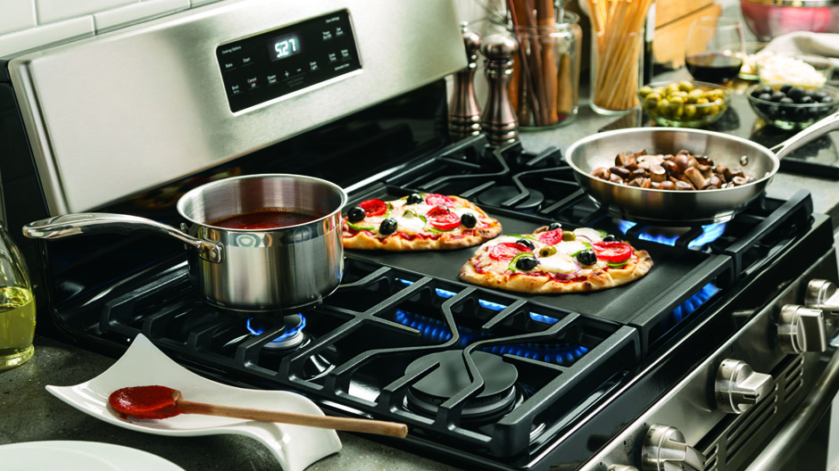 A large cooking surface on the gas stove offers extra room for large pots and pans and lets cookware slide easily from burner to burner.
