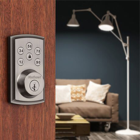 Lock connects to lights with Home Connect.