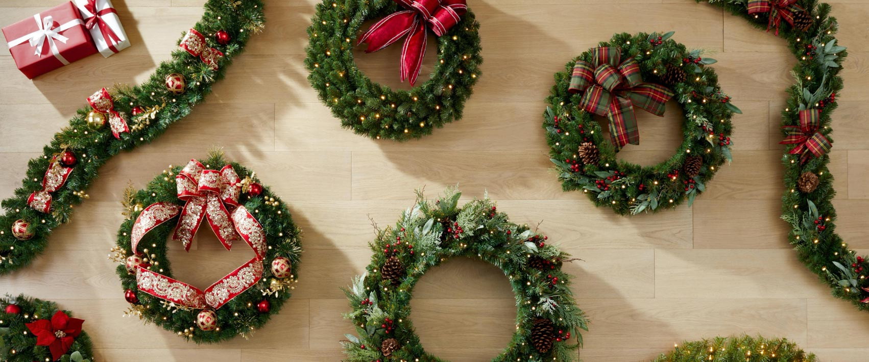 HOW TO CHOOSE THE BEST CHRISTMAS WREATH FOR YOUR HOME