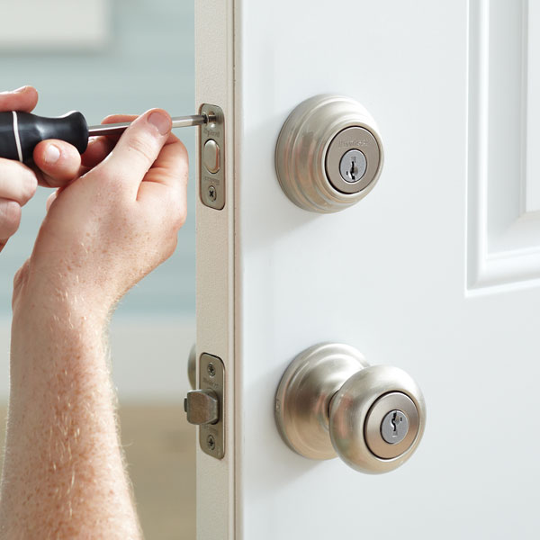 How to remove a door knob
